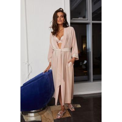 Женственный халат из мягкого вискозного полотна