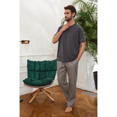 Мужские брюки в цветную полоску